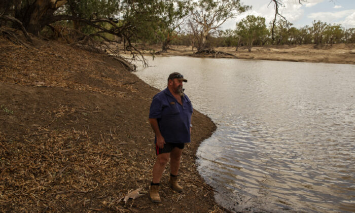Mayor Phil O'Connor overlooks the Murray-Darling Basin in Brewarrina, Australia on Feb 17. 2020. (Jenny Evans/Getty Images)