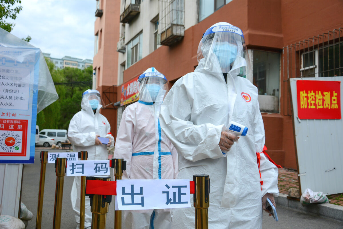 Volunteers wearing protective clothing in Jilin