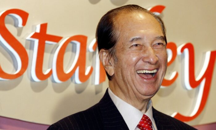 Macao tycoon Stanley Ho smiles during a party to celebrate his 85th birthday in Hong Kong on Nov. 20, 2006. (Vincent Yu/File Photo via AP)