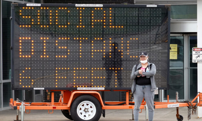 A sign advises people to observe social distancing guidelines outside Ford's Chicago Assembly Plant in Chicago, Ill., on May 20, 2020. (Scott Olson/Getty Images)