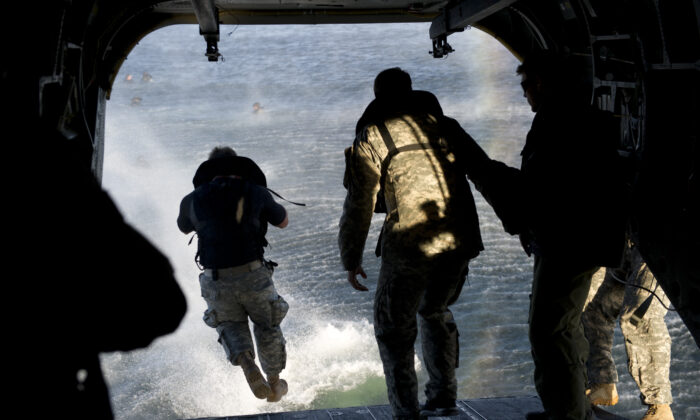 U.S. Army 7th Special Forces Group (Airborne) Green Berets exit a CH-47 Chinook helicopter into a bay during helocast training at Eglin Base Air Force Base, Fla., on Feb. 6, 2013. (U.S. Army photo by Spc. Steven K. Young/Released)