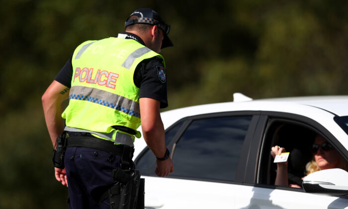 Queensland Police stop vehicles at a checkpoint set up at the Queensland and NSW border in Coolangatta on March 26 on the Gold Coast, Australia. (Chris Hyde/Getty Images)