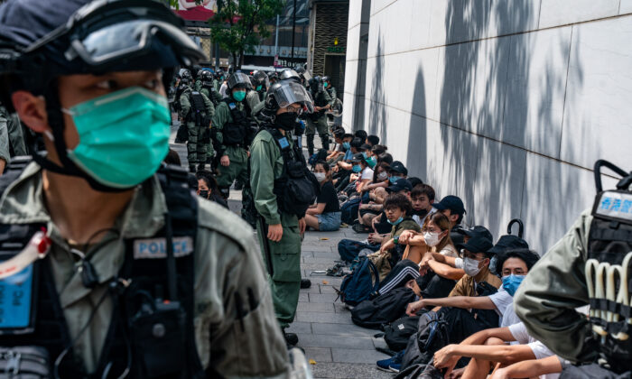 Riot police mass detain pro-democracy protesters during a rally in Causeway Bay district in Hong Kong, on May 27, 2020. (Anthony Kwan/Getty Images)