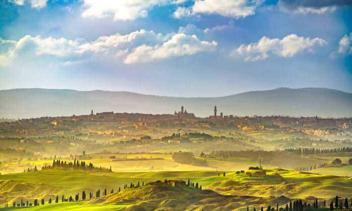 The skyline of Siena and the surrounding hills. (StevanZZ/Shutterstock)