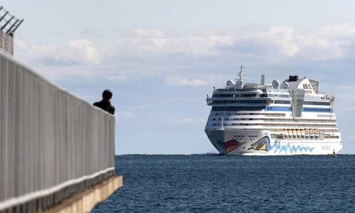 The AIDAdiva cruise ship, on a 10-day trip from New York to Montreal, arrives in Halifax on Oct. 19, 2018. (Andrew Vaughan/The Canadian Press)