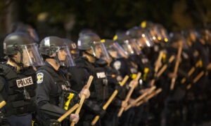 Officer Targets and Shoots Pepper Projectiles at News Crew During Kentucky Protests