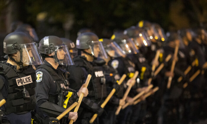 Police in riot gear stand in formation during protests in Louisville, Ky., on May 29, 2020. (Brett Carlsen/Getty Images)
