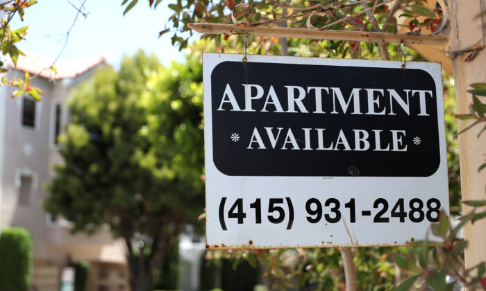 A rental vacancy sign is posted in front of an apartment in San Francisco, Calif., on June 13, 2018.  (Justin Sullivan/Getty Images)