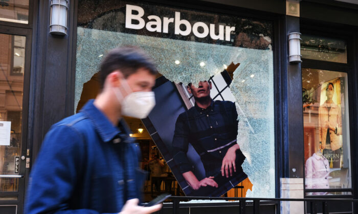 Following a night of protests, broken windows and looted stores stand in Manhattan's SoHo neighborhood in New York City, N.Y., on June 1, 2020. (Spencer Platt/Getty Images)