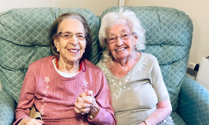 (L–R) Olive Woodward and Katherine Saville, both 89, met in elementary school. (Courtesy of Berry Hill Park Care Home)