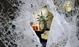 Iconic New York Macy's Looted in Chaotic Night of Smash-and-Grab Thefts