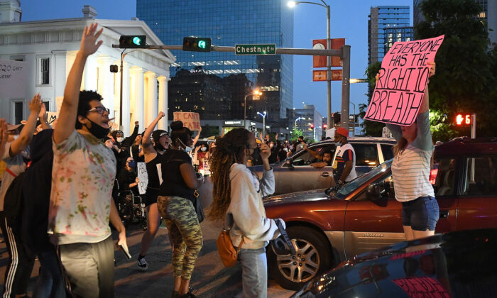 Protesters rally as they march through the streets in St Louis, Mo., on May 29, 2020. (Michael B. Thomas/Getty Images)