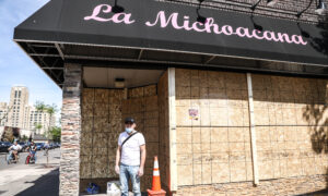 Amid Riots, Ice Cream Shop Owner Stands Outside, Pleads With Looters for 3 Nights