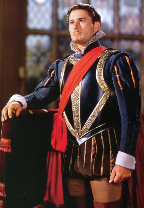Errol Flynn as the Earl of Essex