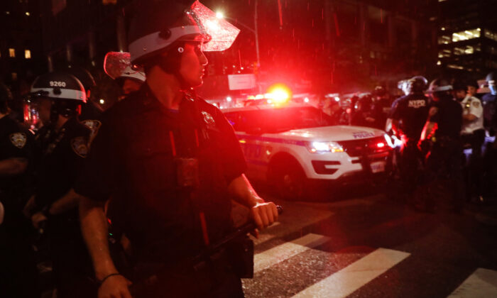 Police prepare to make dozens of arrests amid unrest in Manhattan, New York City, N.Y., on June 3, 2020. (Spencer Platt/Getty Images)