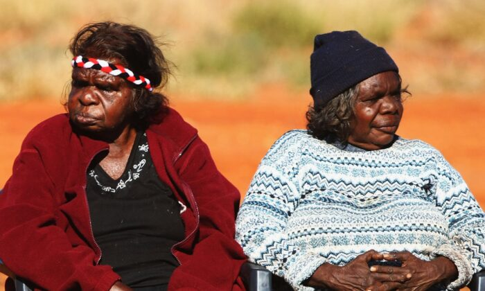 Aboriginal women gather to meet Indigenous Affairs Minister Mal Brough as he arrives for a meeting with the Mutitjulu community in Mutitjulu, near Alice Springs, Australia, July 6, 2007(Ian Waldie/Getty Images)
