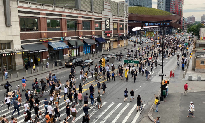 Protesters march down Flatbush Avenue to the Barclays Center in the New York City borough of Brooklyn as memorial events are held for George Floyd, in New York, on June 4, 2020. (Jonathan Oatis/Reuters)