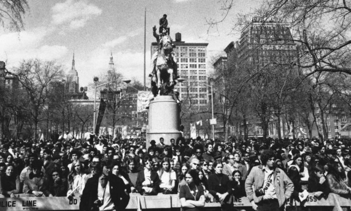 Hundreds listen to Earth Day speakers after cleaning up New York's Union Square Park on April 22, 1970. (AP Photo)