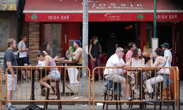 People drink outdoors at bars and restaurants in the Hells Kitchen neighborhood of New York on June 7, 2020. (Bryan R. Smith/AFP via Getty Images)