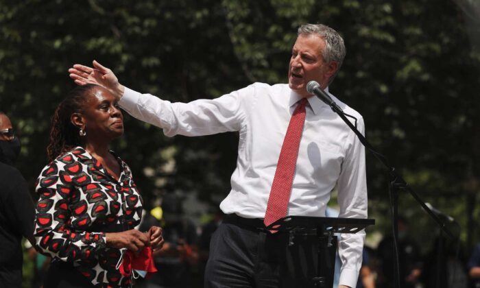 New York Mayor Bill de Blasio speaks to an estimated 10,000 people as they gather in Brooklyn's Cadman Plaza Park for a memorial service for George Floyd, the man killed by a Minneapolis police officer, in New York City on June 4, 2020. (Spencer Platt/Getty Images)