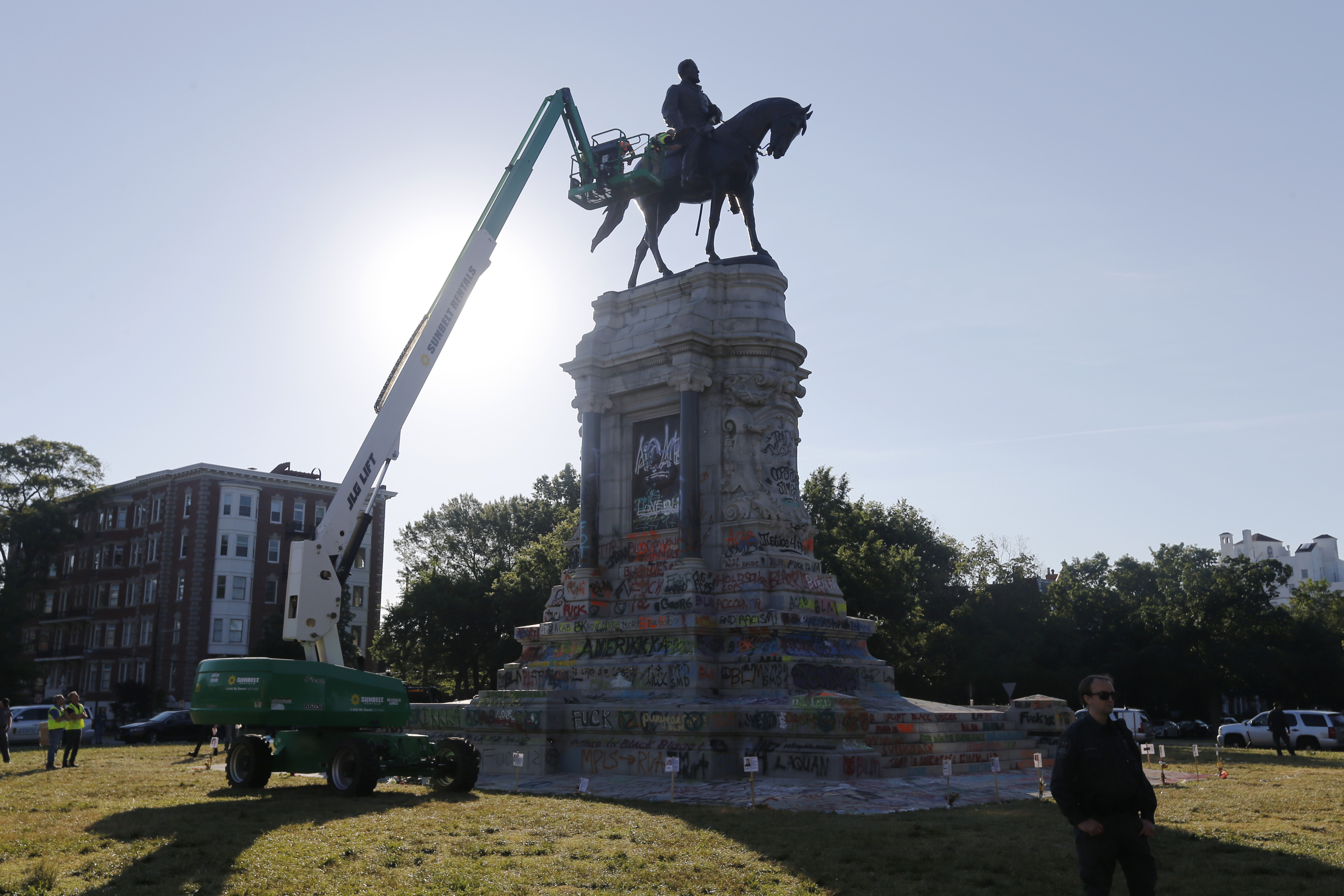 statue-of-Gen.-Robert-E.-Lee-1