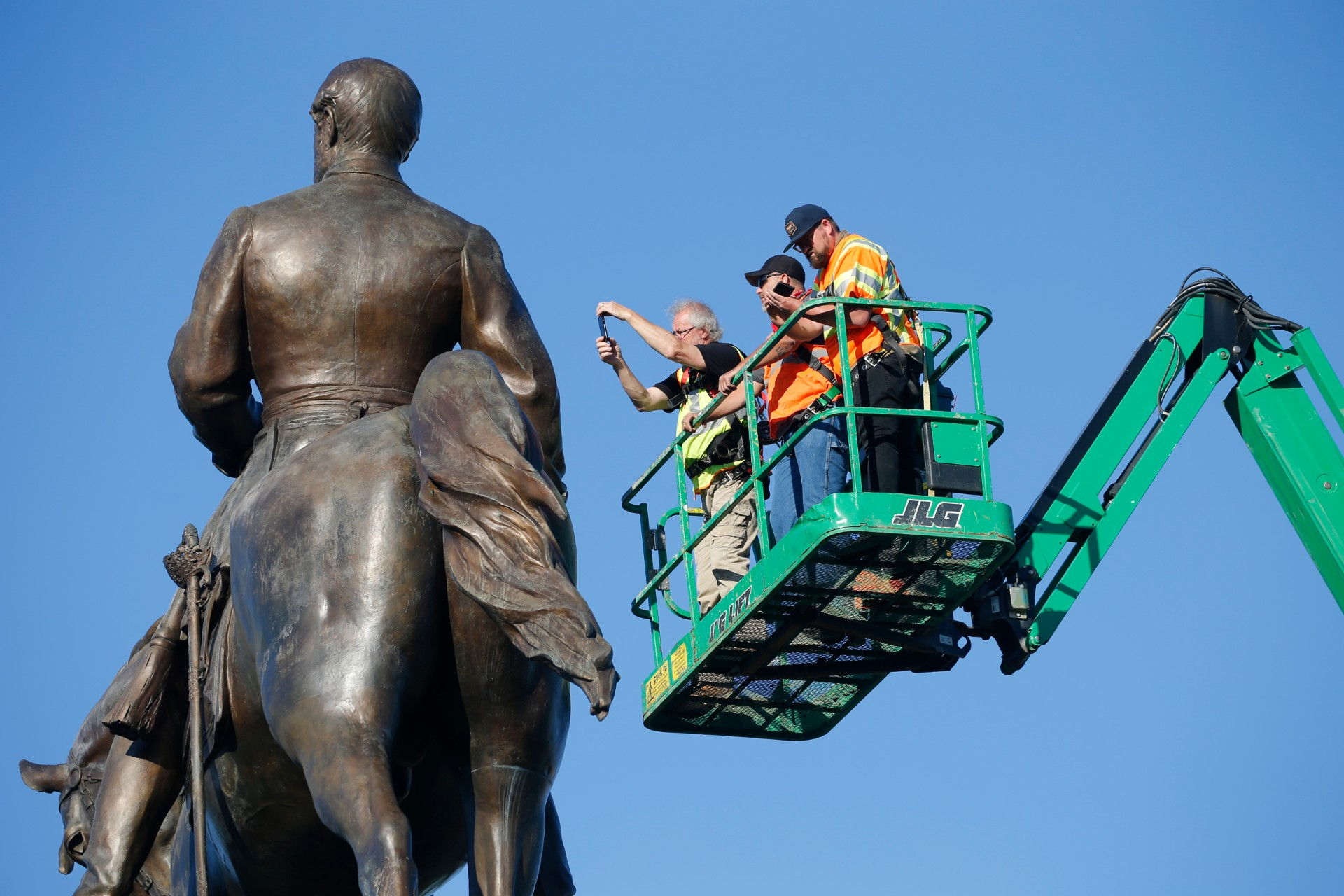 statue-of-Gen.-Robert-E.-Lee-3