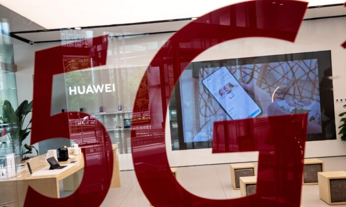 "A Huawei shop features a red sticker reading ""5G"" in Beijing on May 25, 2020. (Nicolas Asfouri/AFP via Getty Images)"