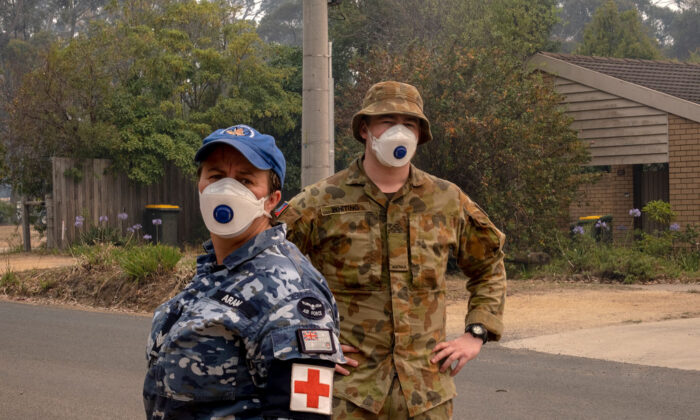 Australian Defence Force (ADF) personal wear a mask while working in  Mallacoota on January 15, 2020, Australia. (Luis Ascui/Getty Images)