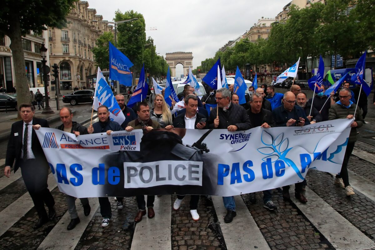 French Police Stage Banned Demo to Demand Government Support