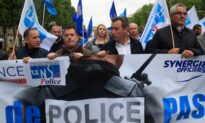 French Police Hold Banned Demonstration to Demand Government Support