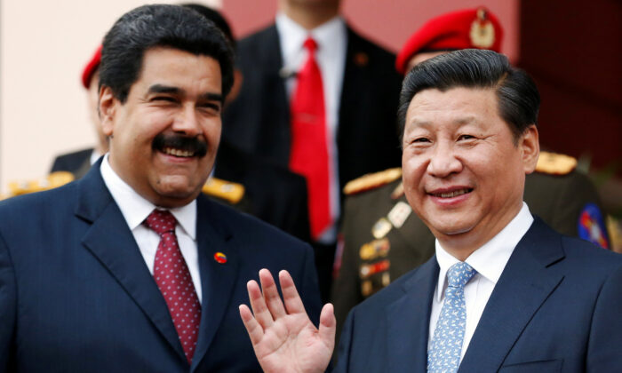 Chinese leader Xi Jinping (R) attends a meeting with Venezuela's President Nicolas Maduro at Miraflores Palace in Caracas, on July 20, 2014. (Jorge Silva/Reuters)