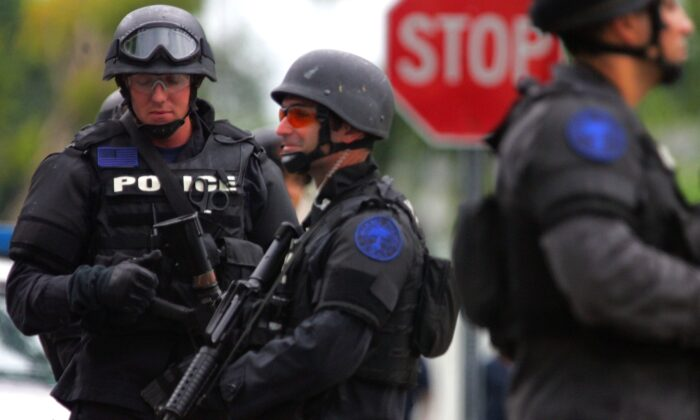 SWAT team members are seen in Miami, Fla. on Sept. 27, 2006. (Joe Raedle/Getty Images)