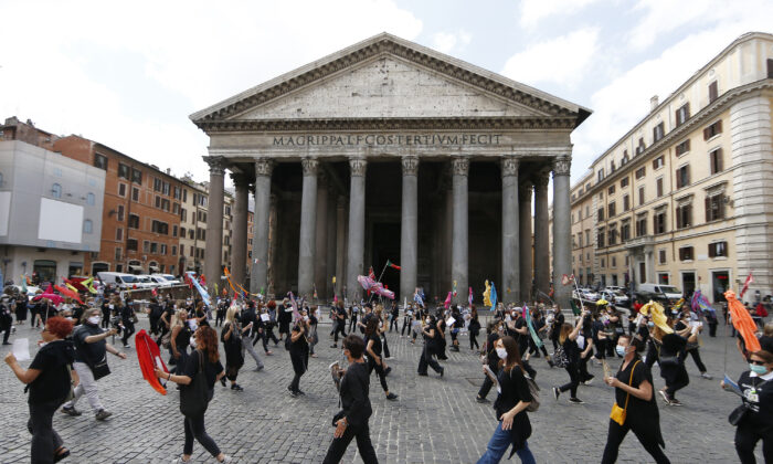 Tourists guides stage a protest in front of Rome's Pantheon, Tuesday, June 9, 2020, asking for government aid after more than three months of travel restriction due to coronavirus have canceled tourism throughout the country. (Cecilia Fabiano/LaPresse via AP)