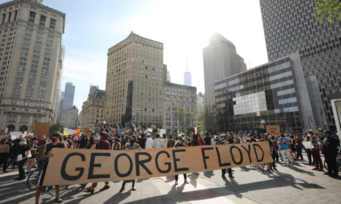 Protesters gather in Manhattan to protest the recent death of George Floyd. (Photo by Spencer Platt/Getty Images)