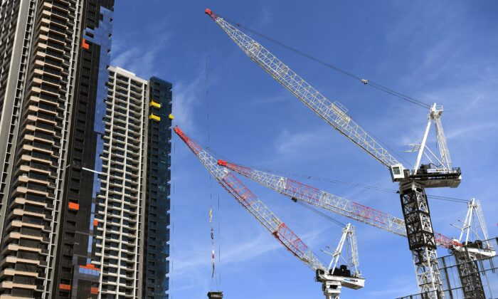Cranes work on a building site in Melbourne's central business district, Australia, on October 2, 2018.(WILLIAM WEST/Getty Images)