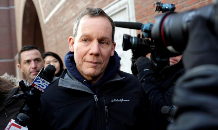 Charles Lieber leaves federal court after he and two Chinese nationals were charged with lying about their alleged links to the Chinese government, in Boston, Mass., on Jan. 30, 2020. (Katherine Taylor/Reuters)