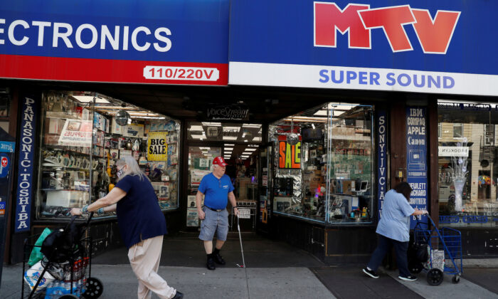 Shoppers are seen outside a retail store as the phase one reopening of New York City continues during the outbreak of the CCP virus in the Brooklyn borough of New York City on June 9, 2020. (Shannon Stapleton/Reuters)