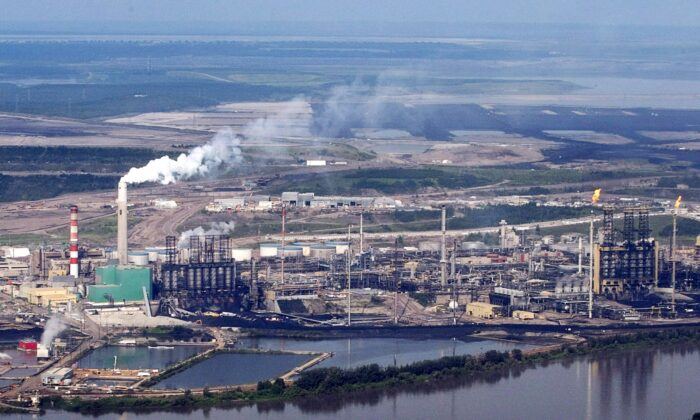 Aerial view of the Suncor mine facility along the Athabasca River in the oilsands near Fort McMurray, Alberta, in a file photo. (The Canadian Press/Jeff McIntosh)