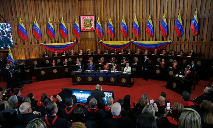 Venezuelan President Nicolas Maduro, sitting at desk second from right, speaks with Supreme Court President Maikel Moreno at the Supreme Court before giving his annual presidential address in Caracas, Venezuela, on Jan. 31, 2020. (Ariana Cubillos/AP Photo)