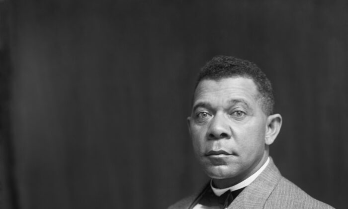 Portrait of Booker T. Washington, circa 1895, by Frances Benjamin Johnston.  United States Library of Congress's Prints and Photographs division. (Public Domain)
