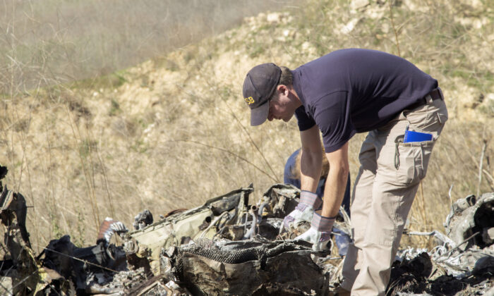 Investigators work at the scene of the helicopter crash that killed nine people, including former NBA star Kobe Bryant, in Calabasas, Cali., on Jan. 27, 2020. (James Anderson/National Transportation Safety Board/Getty Images)