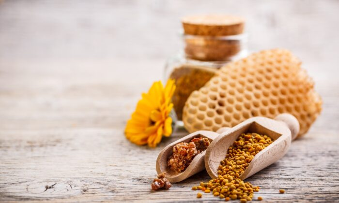 Researcher continue to discover additional therapeutic benefits of bee propoli. (grafvision/Shutterstock)