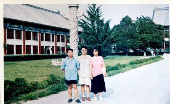 Cheng Wan (middle) with his parents in Beijing before leaving to study overseas in the United States. (Courtesy of Cheng Wan)