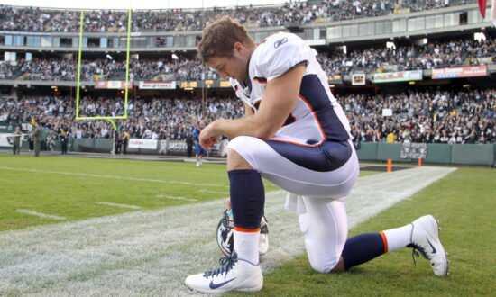 'Know Their Heart': What Sports Stars Colin Kaepernick and Tim Tebow Kneeled For