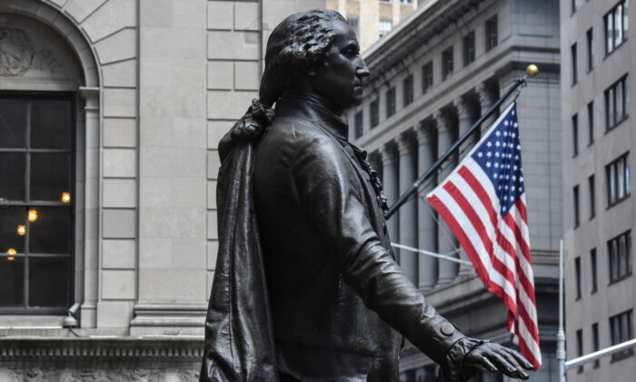 A statue of George Washington is seen near the New York Stock Exchange building along Wall Street in New York City on Aug. 1, 2018.  (Stephanie Keith/Getty Images)
