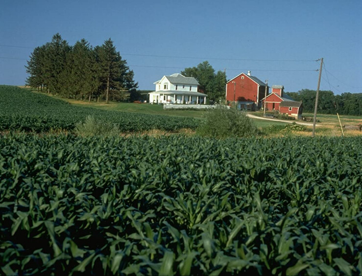 """white house overlooking cornfield in """"Field of Dreams"""""""