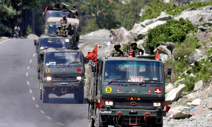 An Indian Army convoy moves along a highway leading to Ladakh, at Gagangeer in Kashmir's Ganderbal district June 18, 2020. (Danish Ismail/Reuters)