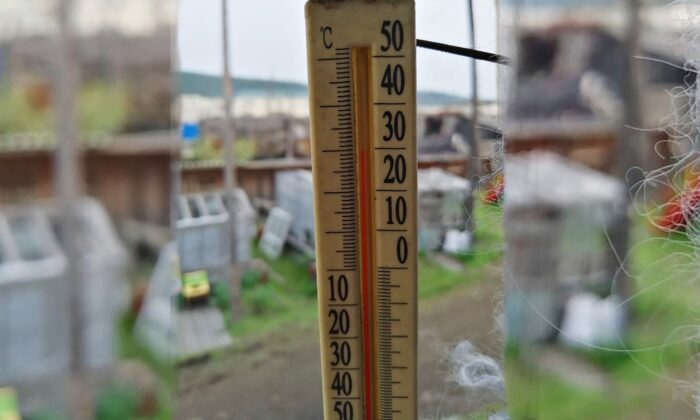 An outside thermometer shows 30 Celsius (86 F) around 11 p.m in Verkhoyansk, the Sakha Republic, about 2,900 miles northeast of Moscow, Russia, on June 21, 2020. (Olga Burtseva via AP)