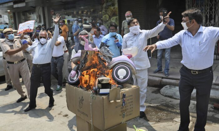 Indian traders burn Chinese products during a protest against Chinese aggression in Indian territory, in New Delhi on June 22, 2020. (AP Photo/Manish Swarup)