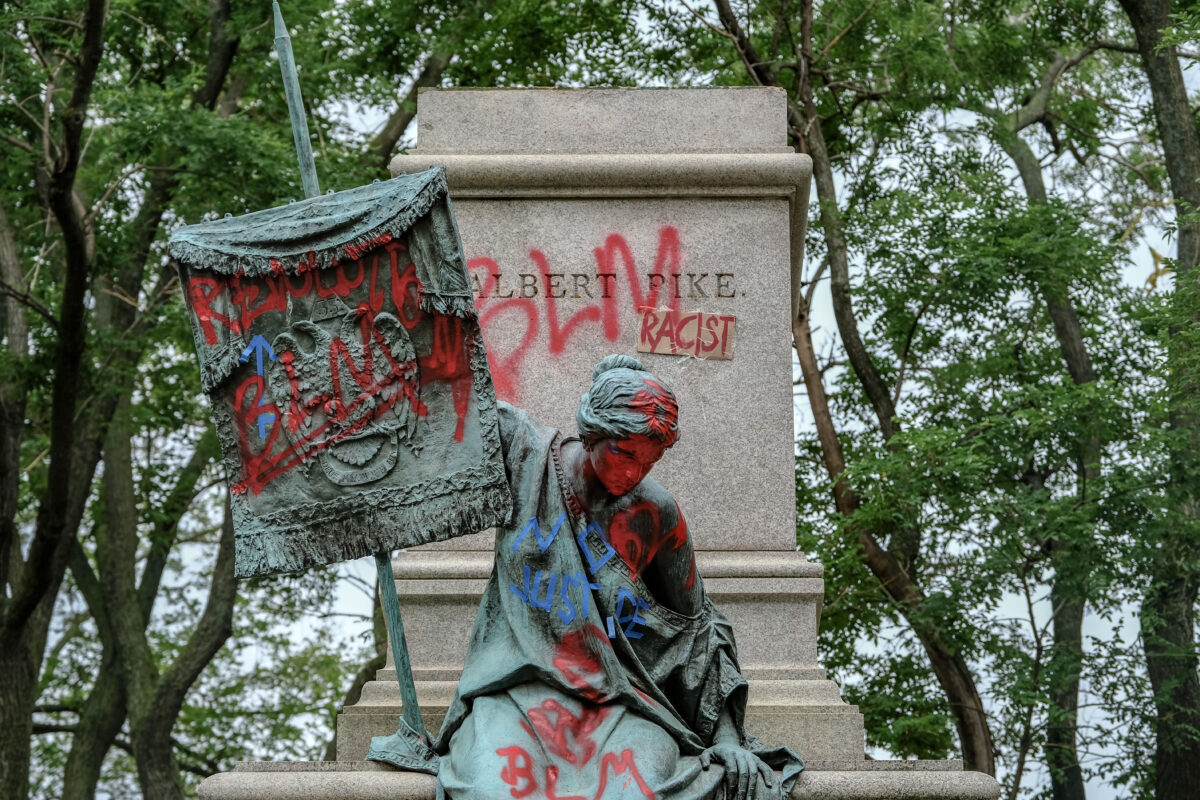 Attorney for George Floyd's Family Troubled by Removal of Confederate Monuments